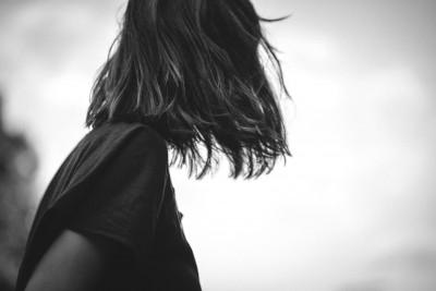 Reportagefoto Portrait Mädchen Blick in die Ferne