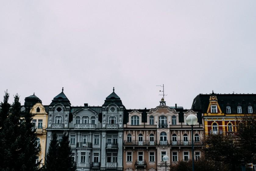 Marienbad: Nachts sind alle Häuser aus Zuckerguss. Tagsüber auch.